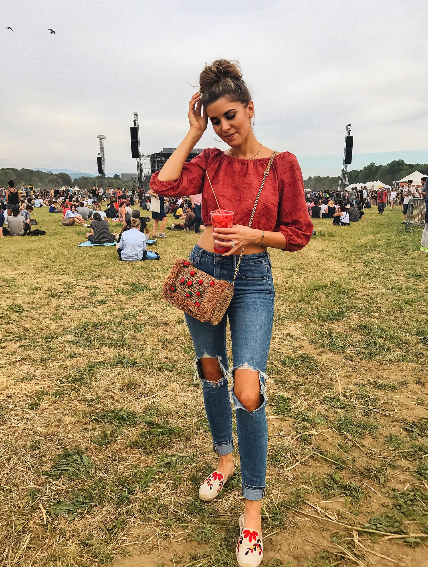 Fashion and lifestyle blogger Adelina Perrin of The Charming Olive wearing Levis Jeans, Zara handmade bag, Morrissday The Label Top